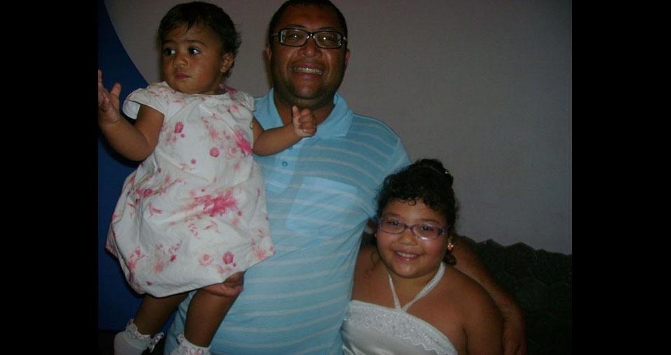 O pai Luiz Carlos com as filhas Gabriele Eloyse e a Lúcia Helena