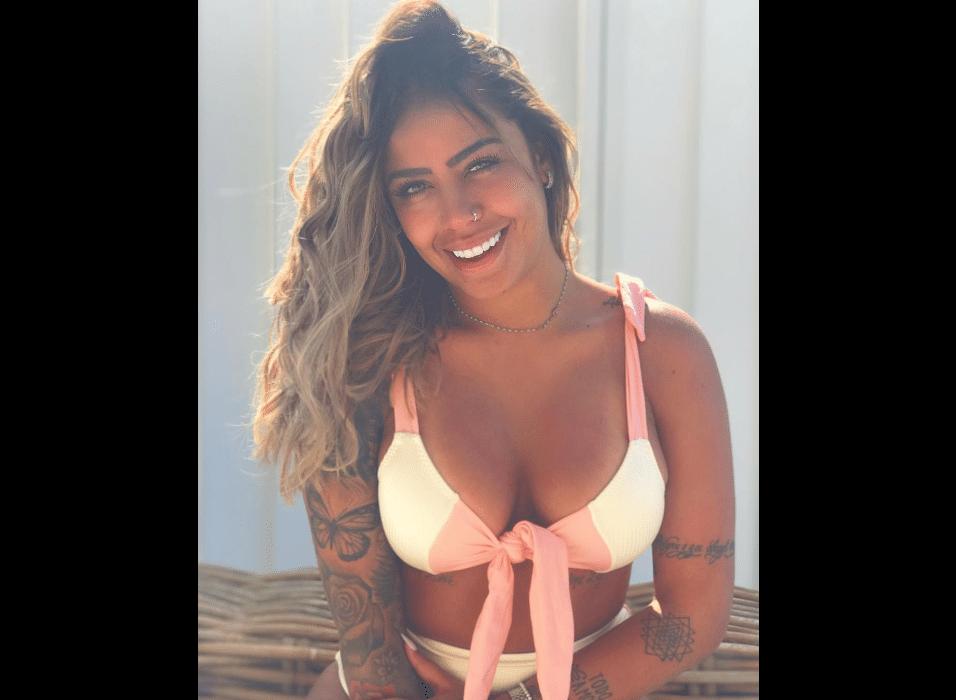 29.ago.2017 - Longe do Brasil, Rafaella Santos aproveita o verão nas ilhas gregas para curtir o sol