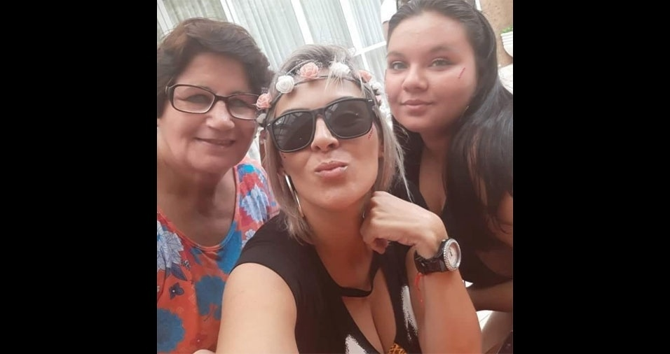 """""""Três gerações reunidas: eu, minha filha Giovanna e minha avó paterna Olívia Fonseca, somos de Guarulhos. Vó te amo"""", conta Luciana Soares"""