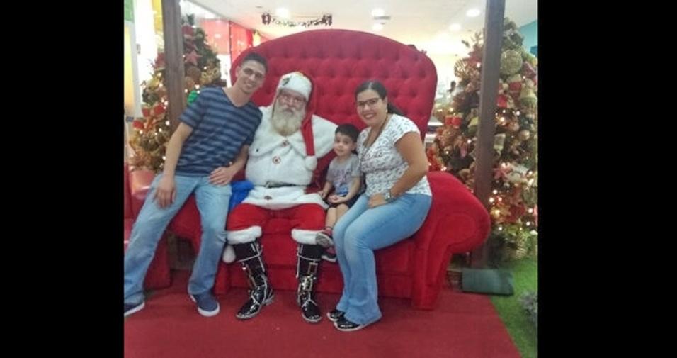 Papai Cleverson, mamãe Cristina e filho Marcos Vinicius, em clima de Natal com o papai Noel 11-Joelma e Isaias, de Atibaia (SP)
