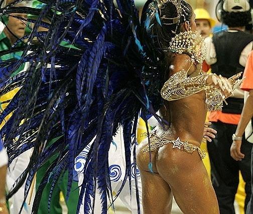 2.fev.2008 - Gracyanne Barbosa, é a madrinha de bateria da Império de Casa Verde no Carnaval de São Paulo