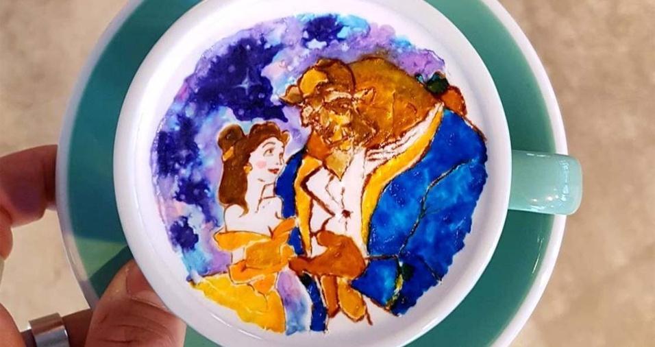 """5. Lee faz várias referências não apenas a obras de arte famosas, mas também a ícones da cultura pop, como com a xícara em que desenhou """"A Bela e a Fera"""""""