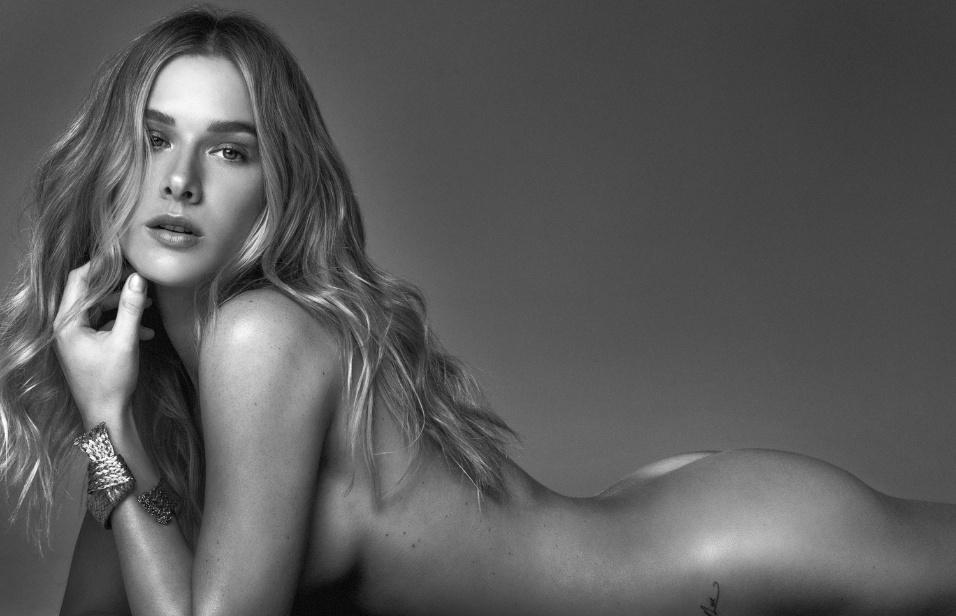 """19.abr.2017 - Ensaio de topless com Fiorella Mattheis foi clicado para a revista """"GQ"""""""