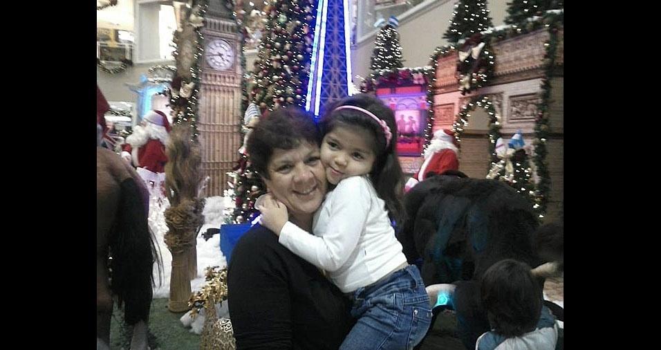 Rosineide Costa Souza com a filha Julia