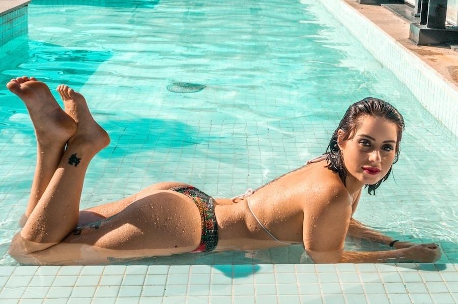 Que curvas! Larissa Maxine posa sensual em ensaio para a revista Sexy
