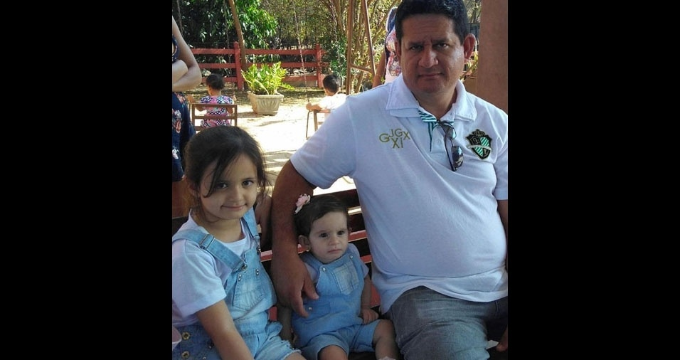 """""""Somos de Arcos (MG), quero homenagear este pai maravilhoso, Janderson Oliveira e suas Marias: Maria Rita e Maria Cecília"""", escreveu Rita Oliveira"""