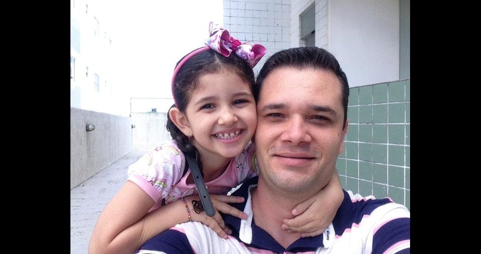 Leticia, quatro anos, com o papai Leonardo Silva Bresqui, de Campina Grande (PB)