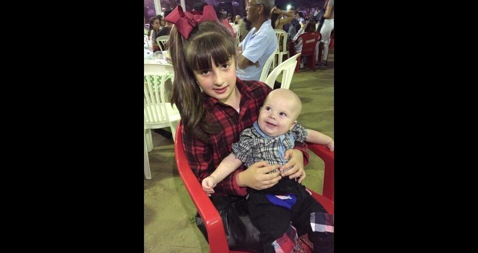 De Muriaé (MG), o Nilson Rodrigo Ribeiro enviou a foto do filho Gael no colo da Carmella