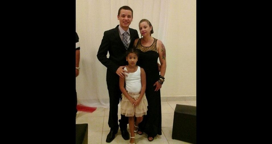 Ângela com os filhos Wálisson Clister e Larissa Lima. Eles moram em Rio Branco (AC)