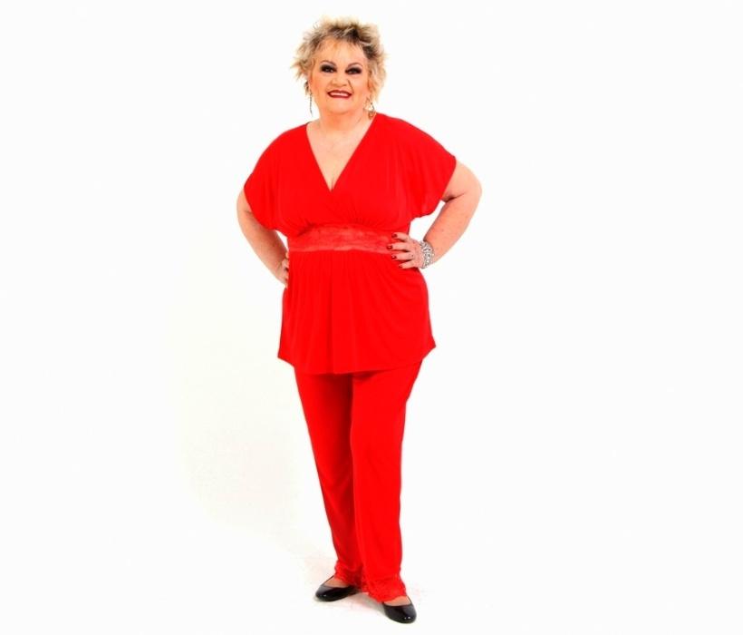 8.abr.2016 ? Graça volta a aparecer em ensaio com pijama com aplicação de renda