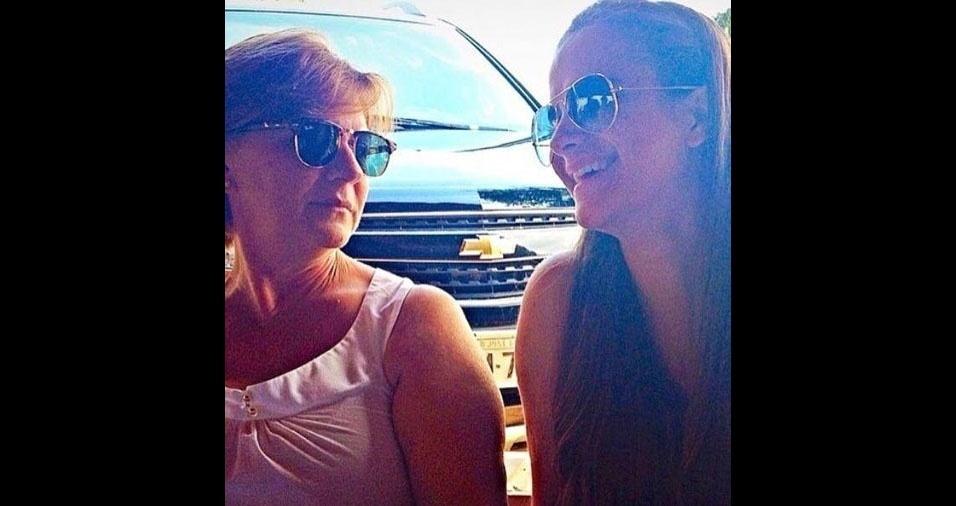 Aila enviou a foto com a mamãe Maria, de Uchoa (SP)