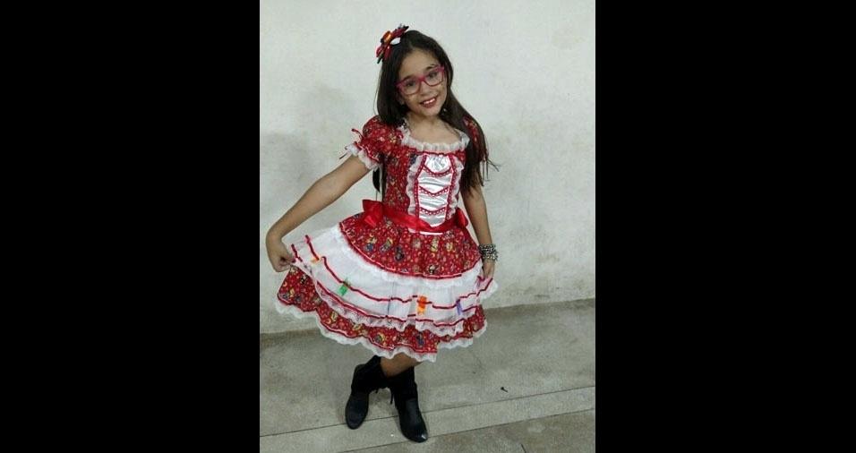 """Patrícia Brasileiro, de Jaboatão dos Guararapes (PE), homenageou a filha Raphaela Victoria, de 11 anos: """"Aniversariante no dia 20 de junho... Parabéns filha amada"""""""