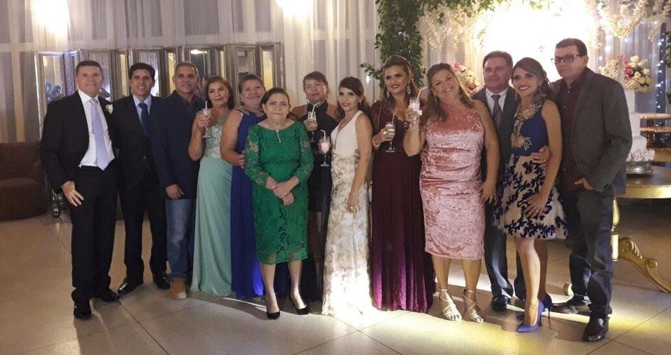 Savio Cosme Vasconcelos Barros com seus irmãos e a mãe, dona Leatrice Barros, de Capanema (PA)