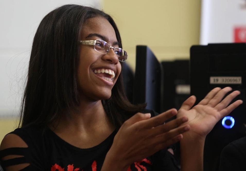 """Tayne, aluna do 9º ano da EMEF Marili Dias, conta com felicidade sobre as mudanças que o projeto """"A construção da identidade"""" surtiu em sua vida"""