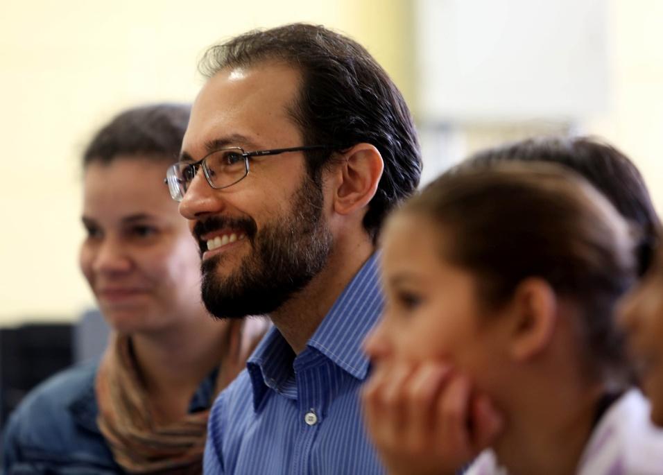 O BOL acompanhou uma roda de discussões entre os alunos da EMEF Marili Dias, com a participação do professor Fábio Augusto Machado. O educador saiu da escola em que trabalhava como professor para assumir o cargo de coordenador na EMEF Recanto dos Humildes em março deste ano