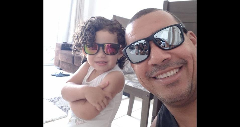 """Carlos Rodolfo Matheus e sua """"princesinha"""" Amanda. Eles moram em São José dos Campos(SP)"""