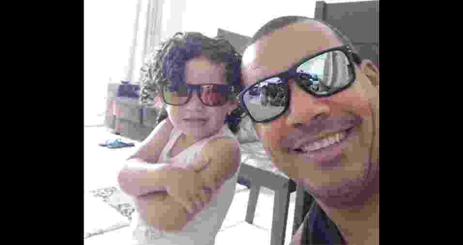 """Carlos Rodolfo Matheus e sua """"princesinha"""" Amanda. Eles moram em São José dos Campos(SP) - Arquivo pessoal"""