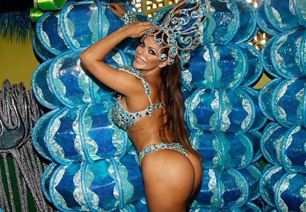 """26.jan.2016 - Estreando no Carnaval, Suzy Cortez promete marcar seu nome na folia paulistana. Destaque da escola Unidos do Peruche, a Miss Bumbum 2015 usará um look pra lá de ousado. """"A minha fantasia vai parar o sambódromo! Posso dizer que vou desfilar quase pelada, sem tapa-sexo. Vou cobrir só o necessário com três brilhantes. Eu gosto bastante de chamar atenção e acho que assim será inovador"""", revela a beldade"""