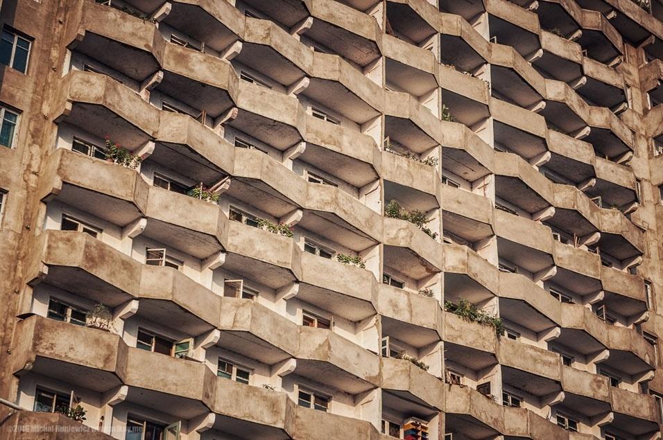 """39. """"Esta colmeia de apartamentos me lembrou a arquitetura socialista no Leste Europeu"""""""
