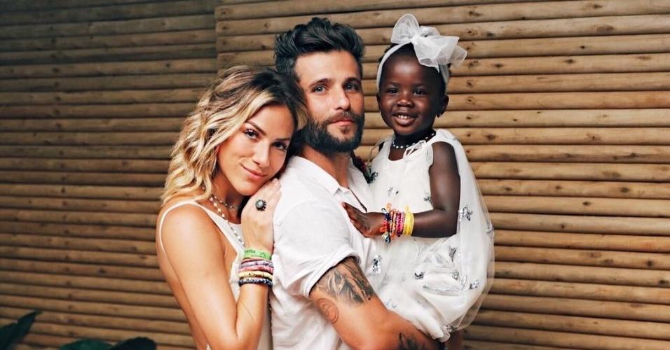1°.jan.2017 - Giovanna Ewbank também publicou uma foto em família no primeiro dia do ano, em uma versão mais séria da foto compartilhada pelo marido.