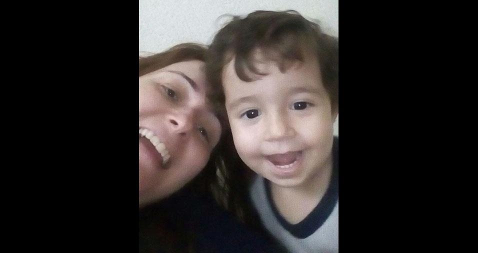 Andréa Sierra Granziol, de Araras (SP), com o filho Vitor, de um ano e meio