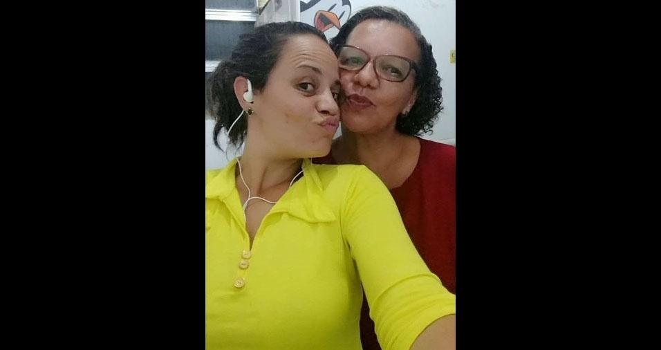 Luciana, de São Pedro da Aldeia (RJ), faz uma homenagem à mãe, dona Dolores, que mora em São Gonçalo (RJ)