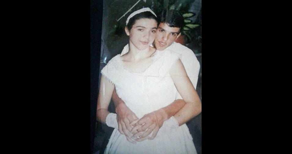 Sandra e Alexandro se casaram em uma cerimônia simples mas que já rendeu 15 anos de felicidades juntos. O casamento aconteceu na cidade de Balneário Arroio do Silva (SC), em 22 de março de 2002