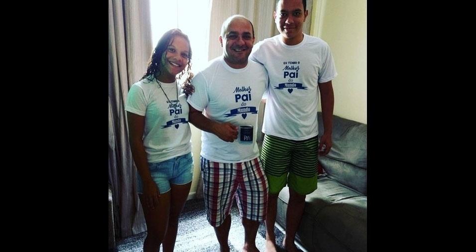 """Martiniana Rocha, de Aracaju (SE), homenageou o maridão  Jocionildo da Silva: """"Feliz dia dos pais a esse homem que ama esses filhos mais do que tudo. A esse homem que se faz presente em todos os momentos mesmo não estando mais no mesmo lar"""""""