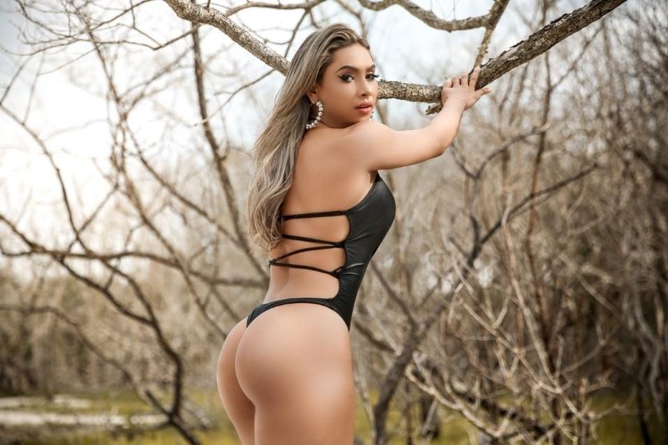 Daniele Oliveira exibe suas curvas em ensaio sensual