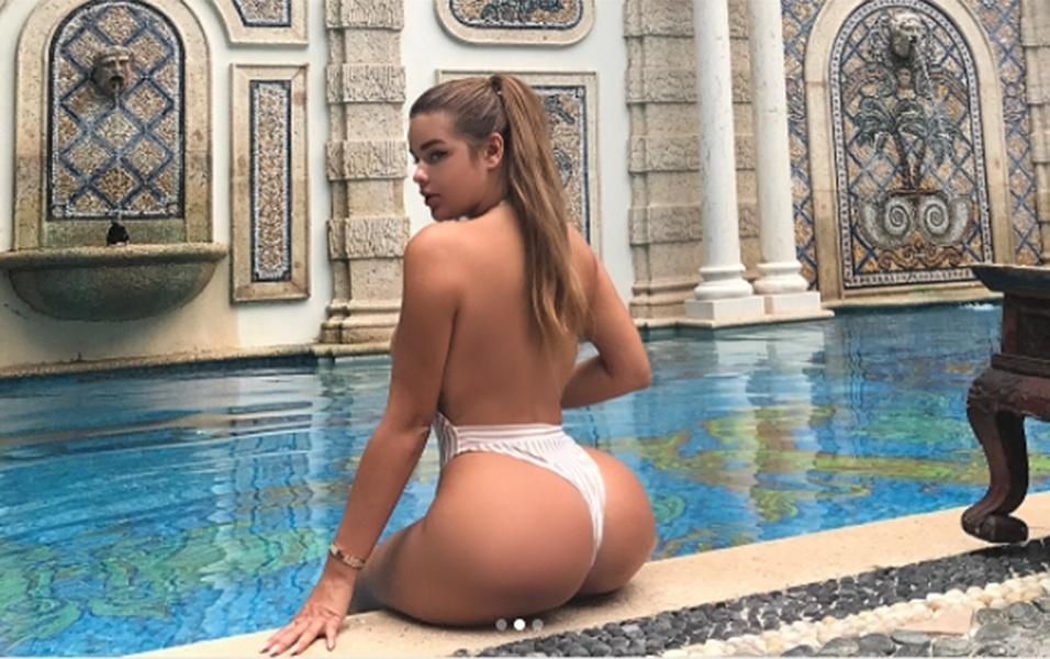 """25.jul.2017 - Anastasia Kvitko, de 22 anos, é conhecida como a """"Kim Kardashian russa"""". Em comum com a socialite americana, Anastasia tem o bumbum GG e a ostentação típica de suas selfies no Instagram"""
