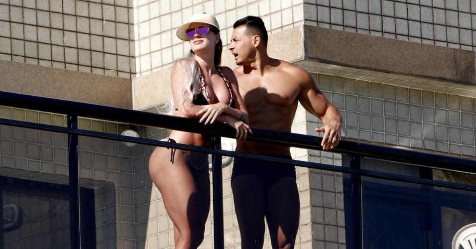 1º.fev.2016 - A ex-panicat Juju Salimeni exibiu um corpo todo musculoso vestindo um biquíni na praia da Barra da Tijuca, no Rio de Janeiro