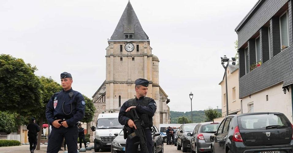 15. Saint-Étienne-du-Rouvray, França. Dois terroristas do Estado Islâmico do Iraque e do Levante mataram um padre de 86 anos durante uma missa, em 26 de julho