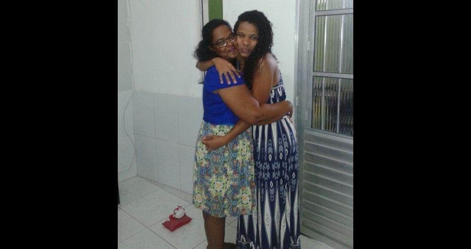 Carla Souza com a mamãe Edilene, de Camaçari (BA)
