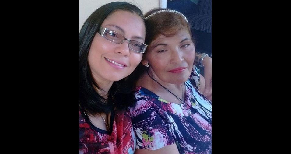 Mônica Maria Ribeiro da Silva, de Pernambuco, com a  mãe Fátima