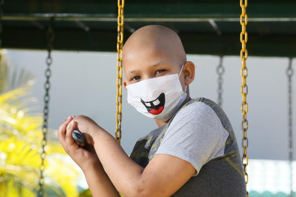ABRACE. Agel, de 10 anos, tem um tumor maligno nas glândulas renais. Ele veio de Minas Gerais e faz tratamento no Hospital das Forças Armadas (HFA)