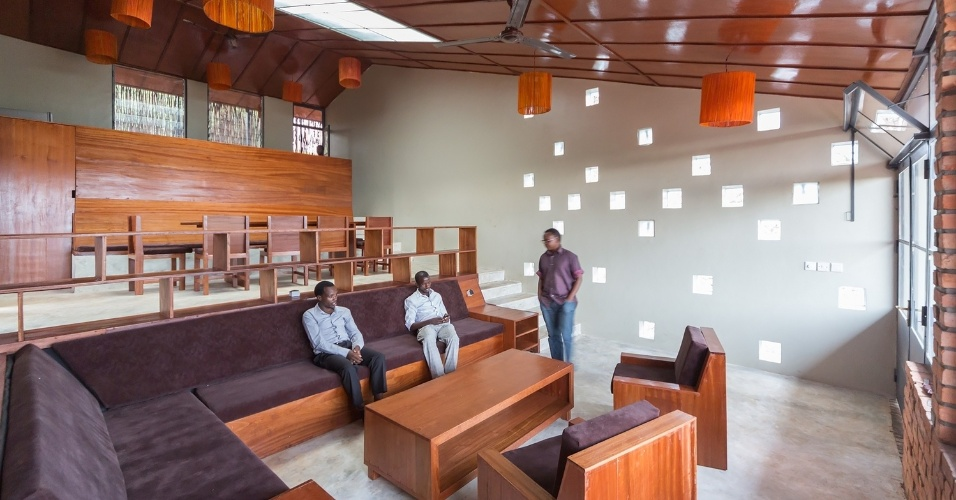 19.fev.2016 - A casa de saúde em Ruanda foi construída com materiais locais