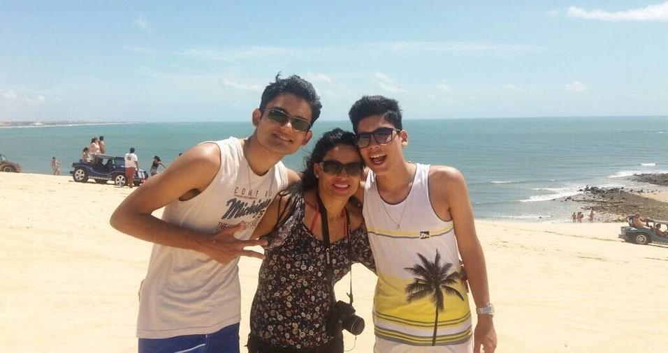 Elga de Sá Cavalcante, moradora de Brasília (DF), com os filhos Breno Adryan e Brando Adryel