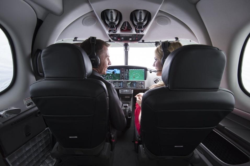 30.mai.2017 - Jatinho mais barato do mundo, o Cirrus Vision Jet foi certificado pelas autoridades responsáveis para ser pilotado por apenas uma pessoa