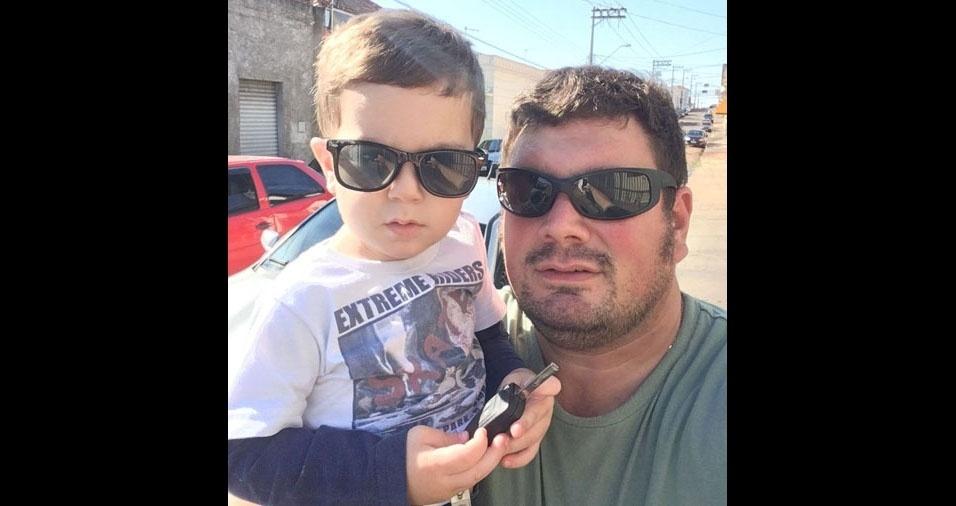 Bruno Innocenti com o filho Luiz Henrique em São Manuel (SP)