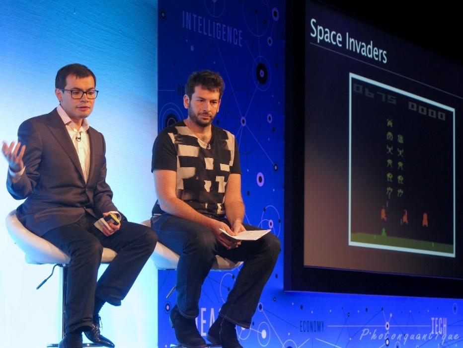 Demis Hassabis (esq.), pesquisador de inteligência artifical e criador de jogos