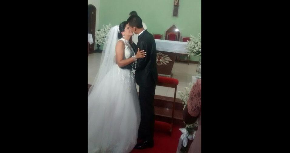 Sabrina Valente e Marcelo Junior se casaram em 1 de outubro de 2016, na Igreja Sagrada Família, em Volta Redonda (RJ)