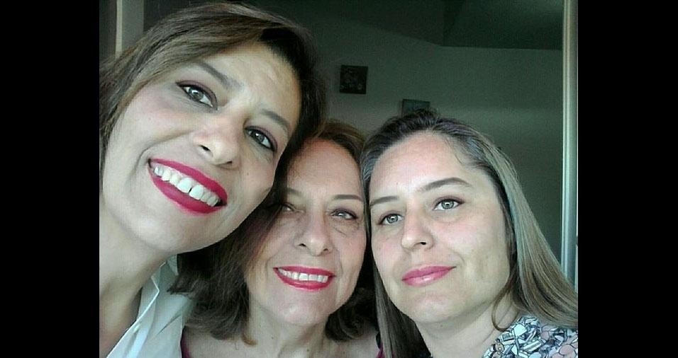 """Daniela Sahion com a mamãe Maria de Lourdes Sahion e a irmã Jaciara Sahion. """"Somos de Rio Claro (SP). Minha mãe é maravilhosa e merece todas as homenagens! Amor de minha vida!"""""""