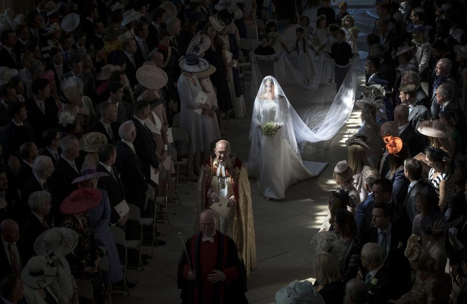 O vestido de Meghan foi desenhado pela estilista britânica Clare Waight Keller em conjunto com a noiva