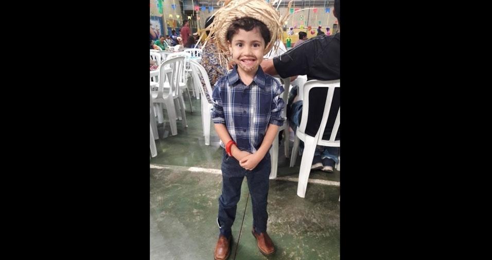 Leonardo, cinco anos, em foto enviada pela mamãe Raína da Silva Costa Sousa