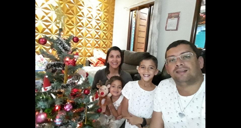 Luciano dos Santo Silva com os filhos Nícolas e Isabela e a esposa Maria Magaly Alves de Souza, diretamente de Arapiraca (AL)