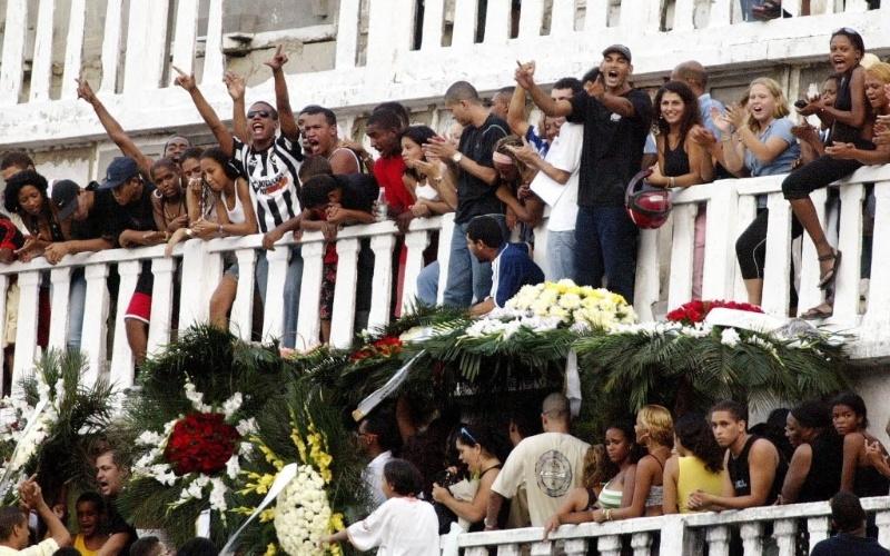 Lulu da Rocinha foi o chefão do tráfico na favela da Rocinha, no Rio de Janeiro, de 1999 a 2004, até ser morto pelo Bope (Batalhão de Operações Especiais). Querido pela comunidade, cerca de 400 pessoas compareceram ao funeral do traficante, no cemitério São João Batista, no Rio de Janeiro
