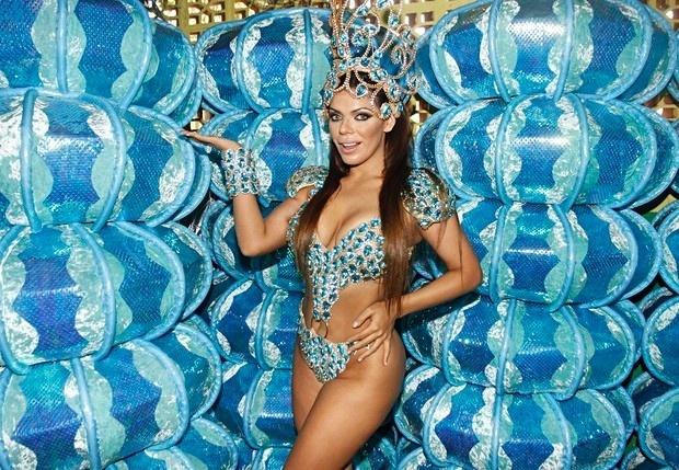 26.jan.2016 - Em sua estreia no carnaval, Suzy Cortez a Miss Bumbum 2015, promete não poupar esforços para marcar seu nome na história da folia em São Paulo. Para isso, ela aposta em um look bastante ousado.