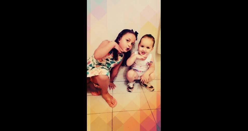 """José Marçal enviou a foto das filhas Bárbara, de dois anos e meio, e Luana, de cinco anos, de São Paulo (SP): """"sou grato por deus me abençoar com esses dois presentes maravilhosos, cada dia sou mais e mais apaixonados por elas, seu super-herói está aqui para qualquer situação. Feliz dia das Crianças! """""""