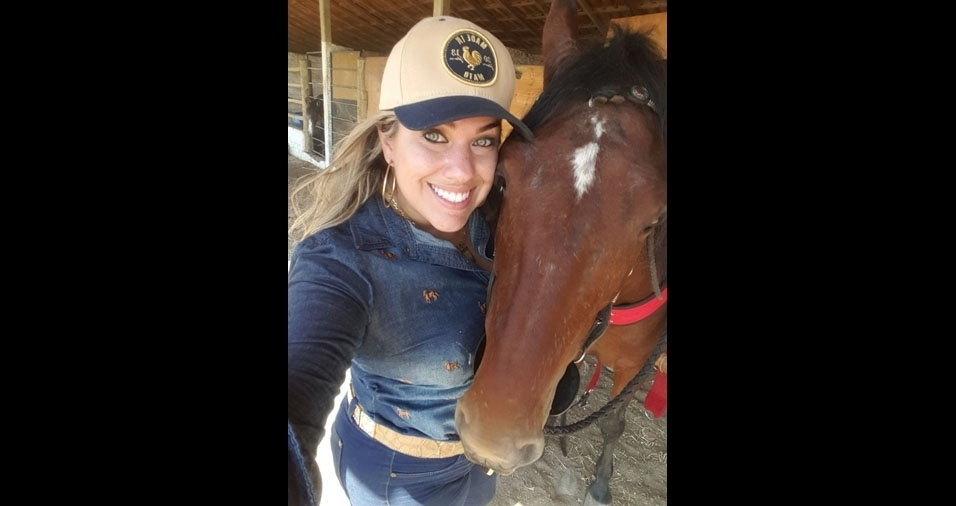 """Alice Venturim, 30 anos, de São Gabriel da Palha (ES), que adora cavalgada, conta: """"Leitora assídua do Bol, por que não ter minha fotinha ai?"""""""