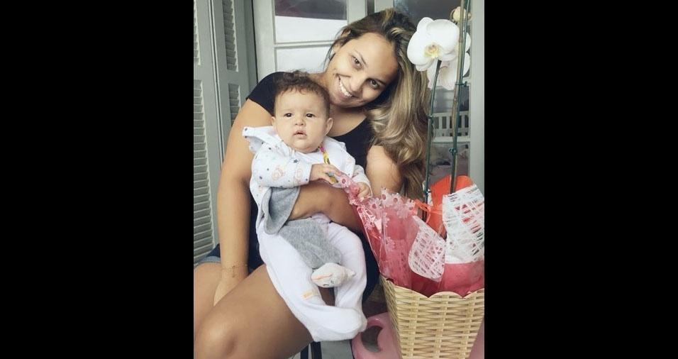 Paolla Rosa com a mamãe Ellen, de Osasco (SP)